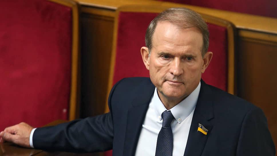 Медведчуку передають контроль над підприємствами в ОРДЛО
