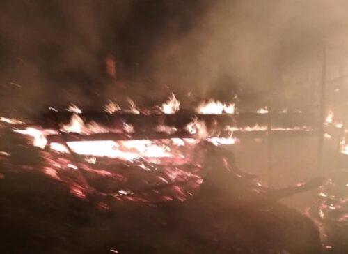 У Львівській області вночі загорілася дерев'яна пилорама