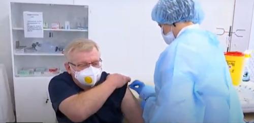 Вакцинація від коронавірусу: у Києві зробили перше щеплення