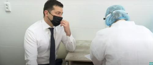 Зеленський новини: президент вакцинувався від коронавірусу
