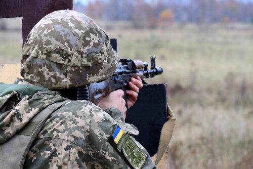 """Війна на Донбасі: бойовики 13 разів порушили """"тишу"""""""